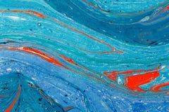 Idérik bakgrund för abstrakt konst i blått tonar med röda linjer och fläckar Arkivfoto