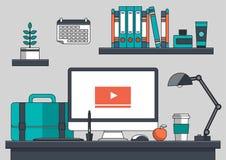 Idérik begreppsidé, utrustning och arbetsplats av den idérika grafiska formgivaren, lägenhetlinje vektor och illustration royaltyfri illustrationer