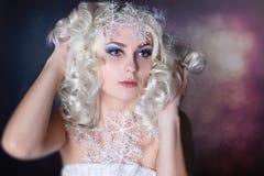 Idérik bild för modell med djupfryst makeup fotografering för bildbyråer