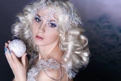 Idérik bild för modell med djupfryst makeup royaltyfri bild
