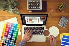 Idérik formgivare Graphic på arbete Färgprovkartaprövkopior, Illustr vektor illustrationer
