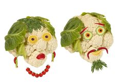 idérik mat Gamal man för stående som två göras av grönsaker Fotografering för Bildbyråer