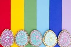 Idérik orientering, hemlagade kakor för påsk på ljus bakgrund, kopieringsutrymme royaltyfri bild