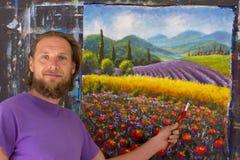 Idérik process för konst Konstnären skapar italiensk sommarbygd för målning tuscany Fält av röda vallmo, ett fält av gul råg Rur Arkivbilder