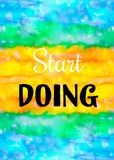 Idérik sömlös textur för design med citationstecken Vibrerande hand målad vattenfärgbakgrund Handgjord samkopiering färgrikt deko arkivfoto