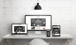 Idérik skrivbordplats för befordran för byrå för rengöringsdukdesign Arkivfoton