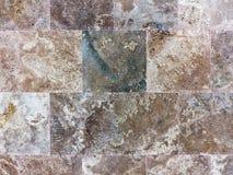 Idérik texturerad bakgrundsvägg av marmortegelplattor Royaltyfri Fotografi