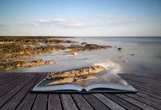 Idérika begreppssidor av lång exponering för boken landskap stenig sho royaltyfria foton