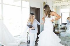 Idérika formgivareMaking Perfect Wedding kappor royaltyfria foton