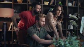 Idérika idéer för märkes- lagidékläckning affärsfolk som fungerar tillsammans stock video