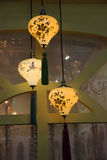 Idérika lampor och lyktor arkivbilder