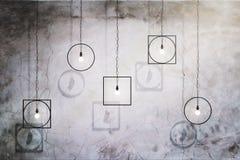 Idérika lampor på betongväggen royaltyfri illustrationer
