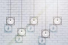 Idérika lampor på tegelstenväggen vektor illustrationer