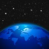 Idérikt abstrakt vetenskapligt begrepp för global kommunikation: göra mellanslag sikten av jordplanetjordklotet med världskartan  Arkivbilder