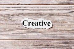 Idérikt av ordet på papper Begrepp Ord av idérikt på en träbakgrund royaltyfri fotografi