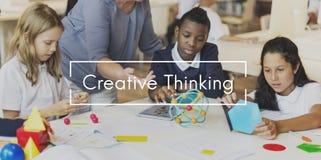 Idérikt kreativitet för tänka skapar processbegrepp royaltyfri bild