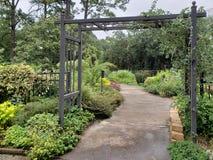 Idéträdgård i den Tyler Rose trädgården Texas USA royaltyfria foton