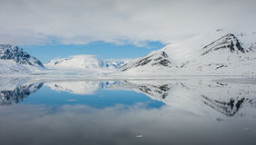 Idabreen atrás de Idabukta de Liefdefjorden, nanowatt Spitsbergen Imagens de Stock Royalty Free