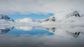 Idabreen dietro Idabukta da Liefdefjorden, nanowatt Spitsbergen Immagini Stock Libere da Diritti