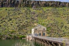 Idaho-Ablenkung Verdammung auf dem Boise-Fluss und der Zugangsbrücke stockbild