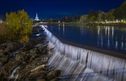 Idaho nedgångar & blå timme royaltyfria bilder