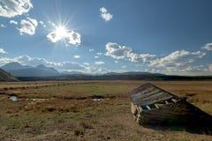 Idaho-Sägezahnberge und alte Scheune Stockfoto