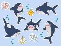 Ideał dla majcherów, szpilek lub łat, Śmieszni rekinu catoon charaktery z rybą, seaplant, gulgoczą w wektorze royalty ilustracja