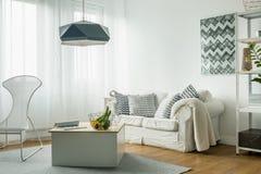 Idea blanca de la sala de estar Fotos de archivo libres de regalías
