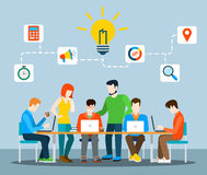 Idea che confronta le idee infographics piano di vettore del gruppo creativo Fotografia Stock
