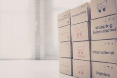 Idea de hacer compras en línea y del servicio/del concepto del comercio electrónico imágenes de archivo libres de regalías