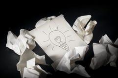 Idea de la bombilla en papel Imagen de archivo