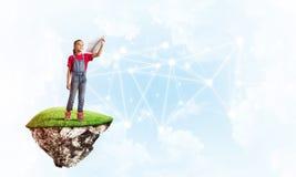 Idea de la comunicación de Internet de los niños o del control en línea el jugar y del padre Fotografía de archivo