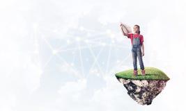 Idea de la comunicación de Internet de los niños o en línea de jugar y del PA Imagen de archivo libre de regalías