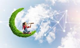 Idea de la comunicación de Internet de los niños o del control en línea el jugar y del padre imagen de archivo