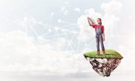 Idea de la comunicación de Internet de los niños o en línea de jugar y del PA Imágenes de archivo libres de regalías