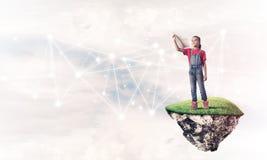 Idea de la comunicación de Internet de los niños o en línea de jugar y del PA Foto de archivo