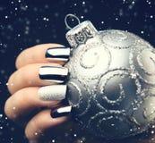 Idea de la manicura del arte del clavo de la Navidad Diseño de la manicura de las vacaciones de invierno foto de archivo libre de regalías