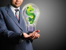Idea de la toma del hombre de negocios de la fabricación dolaar Foto de archivo libre de regalías