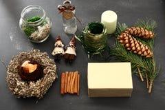 Idea de las decoraciones de la Navidad de un regalo hecho a mano Foto de archivo