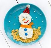 Idea del arte de la comida de la Navidad - muñeco de nieve del requesón Imagenes de archivo