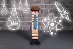 Idea divertida de la educación, profesor del hombre con sus ideas, aspiraciones Imagen de archivo