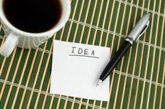 Idea en una etiqueta engomada Imagenes de archivo