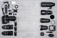 Idea profesional del fotógrafo con el fondo de los accesorios Fotografía de archivo