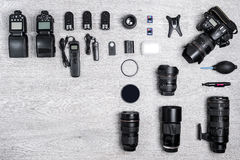 Idea profesional del fotógrafo con el fondo de los accesorios Imágenes de archivo libres de regalías