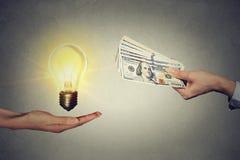 Idea que negocia para el concepto del dinero Foto de archivo