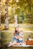 Ideale Familie: Mutter und Baby stockbilder