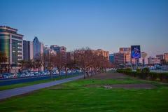 Ideale saubere Stadt mit dem Grün lizenzfreie stockbilder