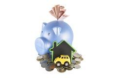 Ideas de la hucha y del dinero para ahorrar en el fondo blanco con c Fotografía de archivo libre de regalías