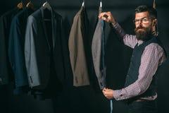 Ideas de torneado en la ropa Código de vestimenta del negocio handmade taller de adaptación retro y moderno mecanización de costu imágenes de archivo libres de regalías
