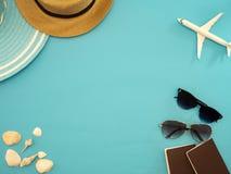Ideas del viaje del verano y objetos de la playa foto de archivo